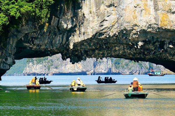 Luon-Höhle: bekannter Ort für Kajakfahren